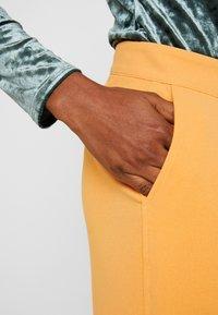 Soaked in Luxury - RIBEA - Pantalones - buckskin - 3