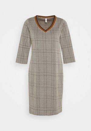 SC-KIARA 5 - Pouzdrové šaty - dark caramel combi