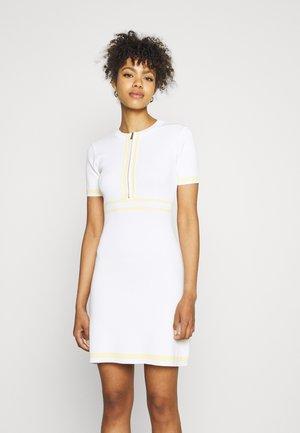 RMAYA - Pletené šaty - cornsilk