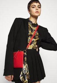 Versace Jeans Couture - T-shirt z nadrukiem - nero - 3