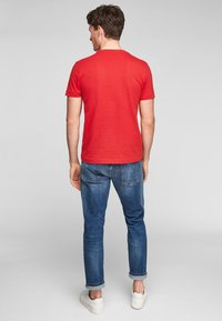 s.Oliver - MIT SCHRIFTPRINT - Print T-shirt - red good life print - 3