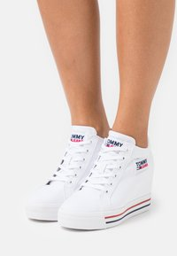 Tommy Jeans - WEDGE  - Trainers - white - 0