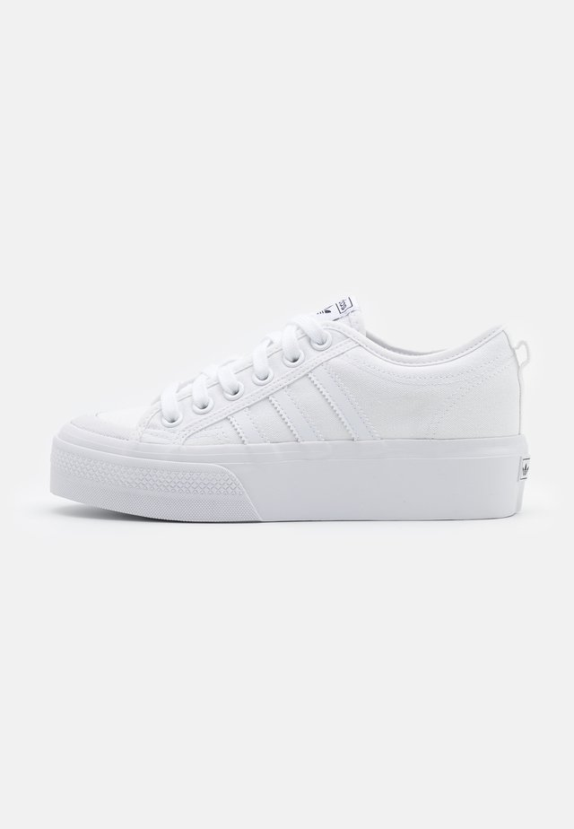 NIZZA PLATFORM - Matalavartiset tennarit - footwear white