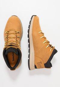 Timberland - SPRINT TREKKER MID - Bottines à lacets - wheat - 1
