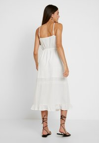Missguided - BRODERIE ANGLAISE CAMI MIDI DRESS - Denní šaty - white - 2