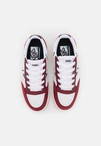 Vans - LOWLAND UNISEX - Sneakers - pomegranate/black - 3