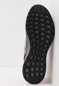adidas Performance - RAPIDARUN ELITE - Hardloopschoenen neutraal - core black/footwear white/solar red - 5