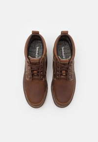 Timberland - LARCHMONT CHUKKA - Lace-up ankle boots - rust - 3