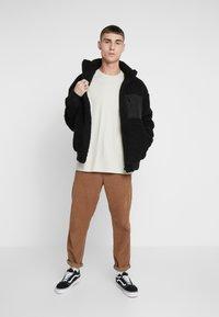 Levi's® - RELAXED GRAPHIC TEE - Långärmad tröja - fog - 1