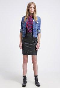 Gestuz - CHAR - Falda de cuero - black - 1