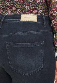 ONLY Carmakoma - CARWILLY LIFE RAW  - Jeans Skinny Fit - dark blue denim - 5
