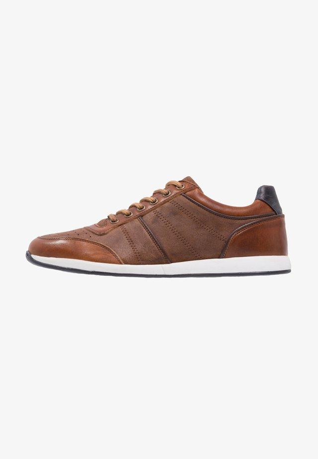 LEATHER - Sneakers laag - cognac
