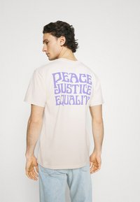 Obey Clothing - PEACE JUSTICE EQUALITY - Print T-shirt - sago - 2