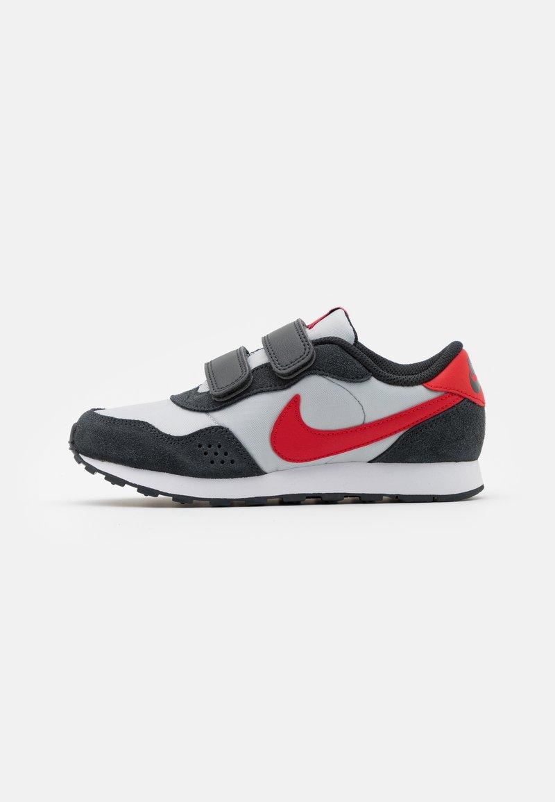 Nike Sportswear - VALIANT  - Trainers - grey fog/university red/dark smoke grey/white