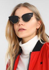 VOGUE Eyewear - Occhiali da sole - black/gold-coloured - 1