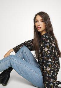 JDY - JOSEPHINE LONG KIMONO - Summer jacket - black/multicolor - 3