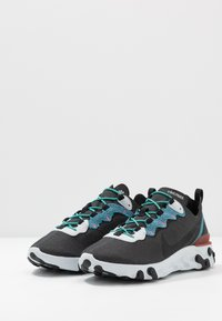 Nike Sportswear - REACT ELEMENT 55 SE - Zapatillas - anthracite/blue fury/pure platinum/university red/solar red/hyper jade - 2