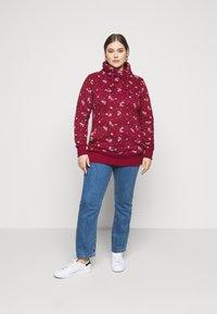 Ragwear Plus - NESKA FLOWERS - Hoodie - red - 1