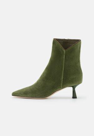 KITTEN HEEL BOOT - Stiefelette - green