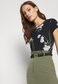 Ted Baker - OLIEE - Print T-shirt - black - 3
