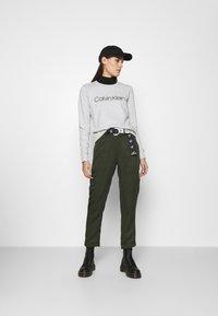 Calvin Klein - CORE LOGO - Felpa - grey - 1