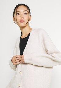 Fashion Union - RITA CARDI - Kofta - cream - 3