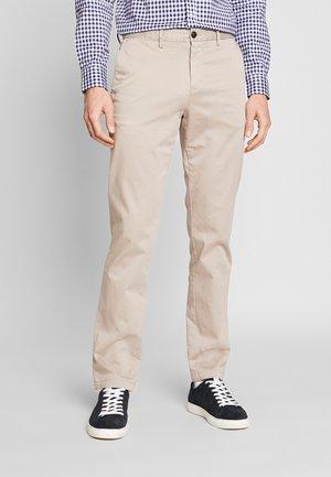 DENTON FLEX - Chino kalhoty - beige