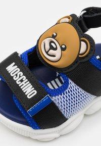 MOSCHINO - UNISEX - Sandals - blue/black - 5