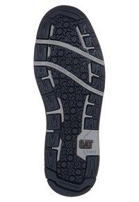 Cat Footwear - COLFAX - Šněrovací kotníkové boty - dark brown - 5