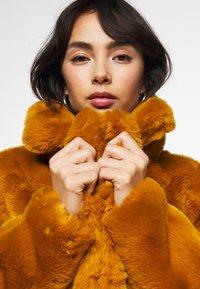 Missguided Petite - SHORT COLLAR COAT - Winterjas - camel - 5
