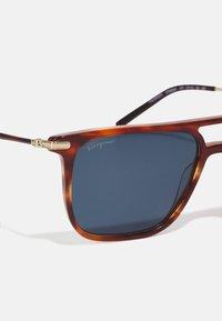 Salvatore Ferragamo - Unisex - Sluneční brýle - brown - 4