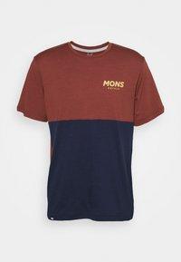 TARN FREERIDE - Print T-shirt - navy/chocolate