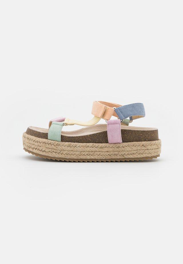KYRA - Korkeakorkoiset sandaalit - multicolor