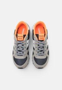 Saucony - SHADOW ORIGINAL KIDS UNISEX - Zapatillas - grey/orange - 3