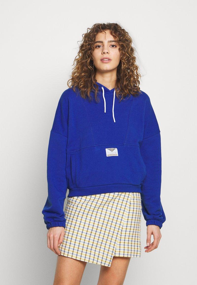 Hummel Hive - HMLVIG LOOSE HOODIE - Jersey con capucha - mazarine blue