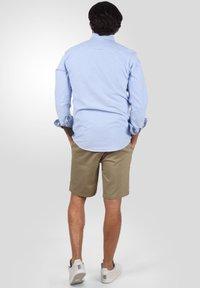 Solid - RAVI - Shorts - dune - 2