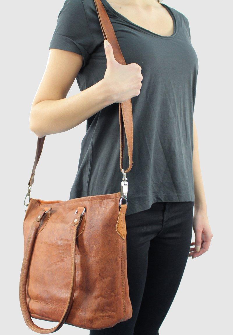 Gusti Leder - Handbag - braun