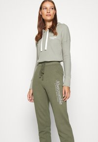 Abercrombie & Fitch - FALL TREND LOGO JOGGER - Tracksuit bottoms - olive - 3