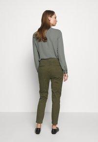 CLOSED - JACK - Chino kalhoty - olive - 2