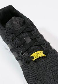 adidas Originals - ZX FLUX - Trainers - black - 5