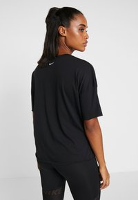 Nike Performance - DRY - T-shirt z nadrukiem - black/white
