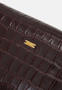 Scotch & Soda - BELT BAG - Ledvinka - plum - 3