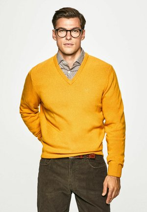 V NECK - Pullover - mustard