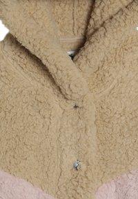 Abercrombie & Fitch - CHEVRON COZY - Lehká bunda - pink - 4