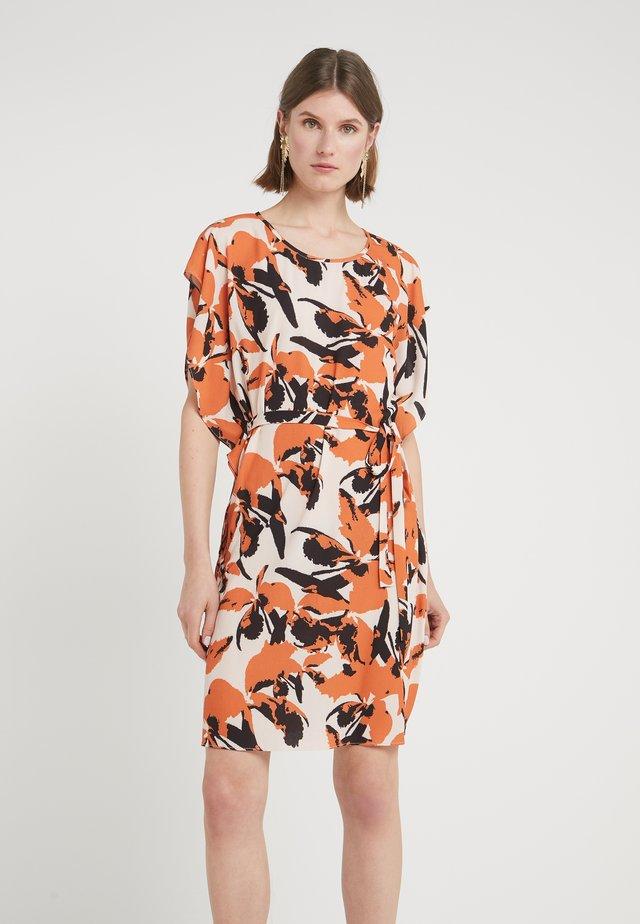 LEAVES FREA DRESS - Sukienka letnia - burnt copper