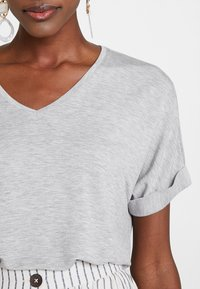 one more story - Basic T-shirt - grey - 4