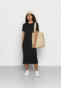 Vero Moda Petite - VMGAVA DRESS PETITE - Jerseykjole - black - 1