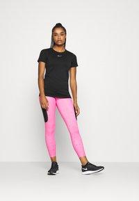 Nike Performance - INFINITE - Print T-shirt - black - 1