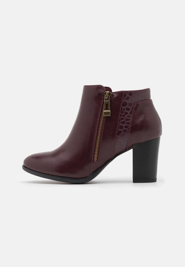 WIDE FIT WATERFALL - Ankle boots - mulberry