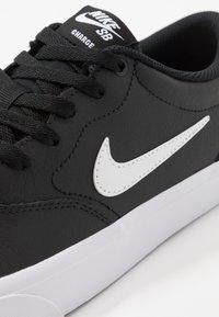 Nike SB - CHARGE PRM  - Trainers - black/white - 7